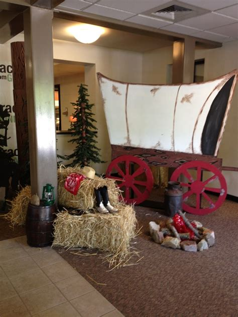 western decorations west covered wagon vbs western decorating ideas