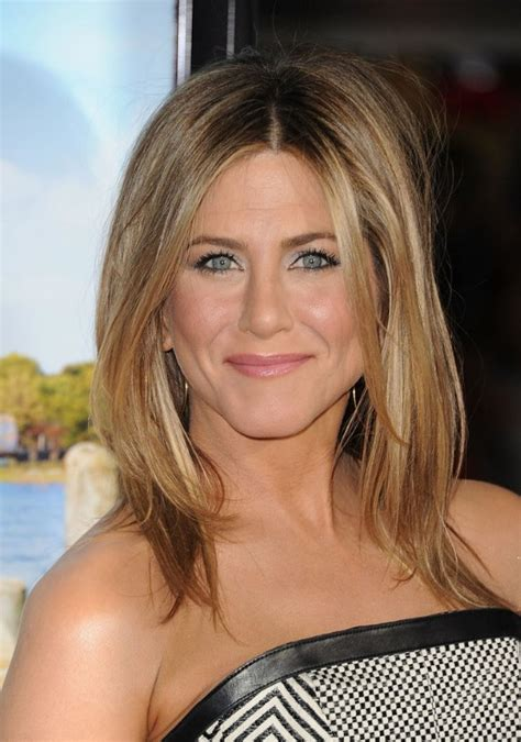 short hairstyles with a middle part jennifer aniston middle part hairstyles 2013 jennifer