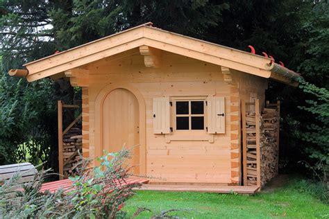 garten blockhaus gartenblockhaus aus rundst 228 mmen oder vierkantbalken bauen