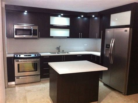 cocinas en l gabinetes pvc topes en cuarzo gabinetes cocina by alm offices kitchen design