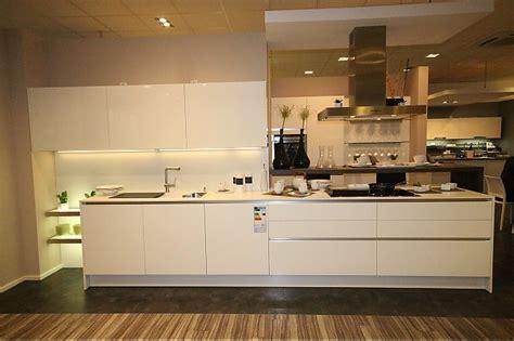 küche im modernen stil k 252 che magnolia rot