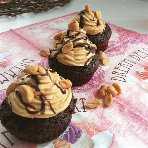 snickers kuchen vegan 25 best snickers kuchen trending ideas on