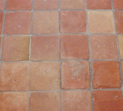 rote bodenfliesen terracotta tiles square eclectic wall and