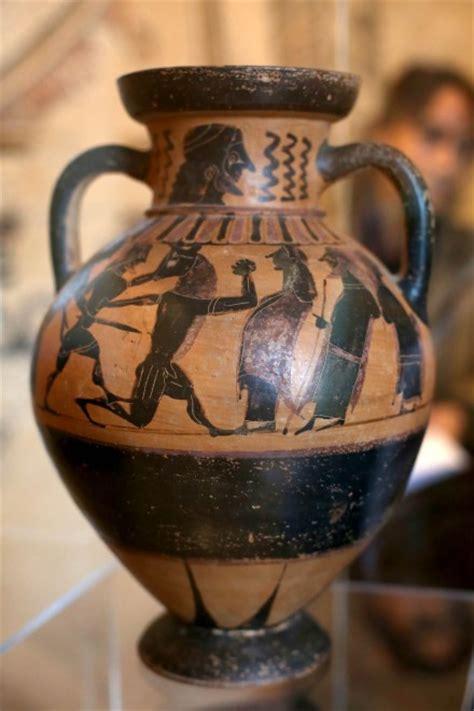 valore vasi etruschi anfore vasi e statue recuperati 5mila reperti trafugati