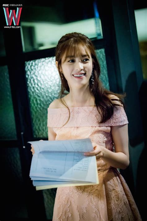 film korea inspirasi 7 ootd legendaris dari berbagai drama korea yang bisa kamu