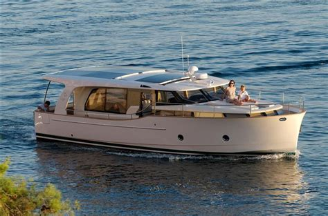 motor boat types motorboat terms different powerboat types uses and