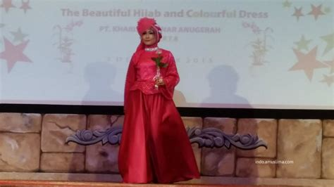 Kain Songket Paduan Tosca Pink Fanta peragaan busana pesta muslimah di jeddah amuslima