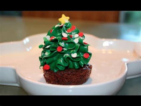árbol de navidad con dulces brownies de arbolito postre para navidad