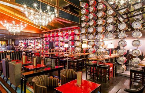 inside gordon ramsays new las vegas restaurant gordon ramsay s pub and grill photo tour photo tours vegas