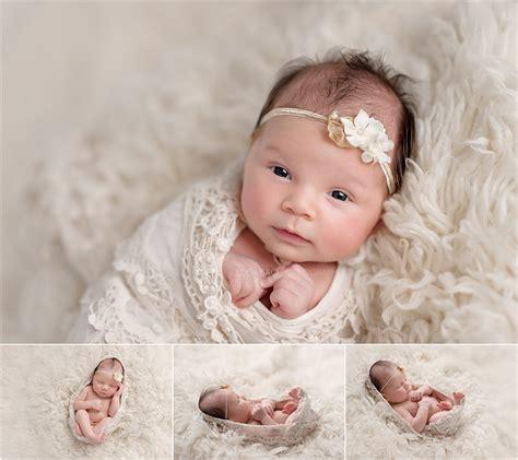 new born baby xmas photo northwest seattle newborn photographer 4 weeks new