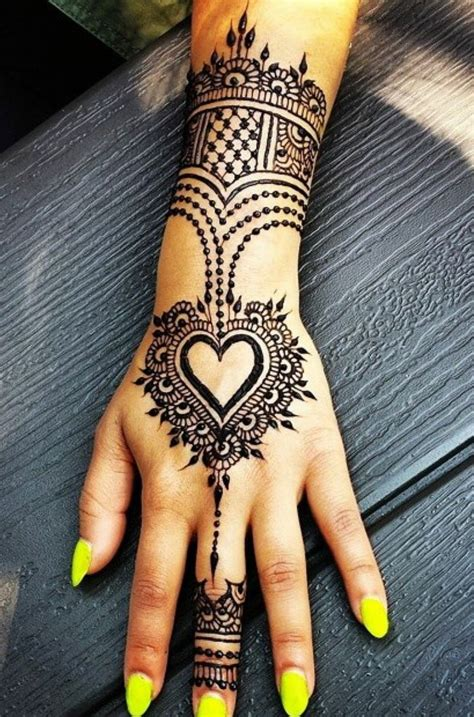 henna tattoo hand bilder 25 best ideas about auf der on