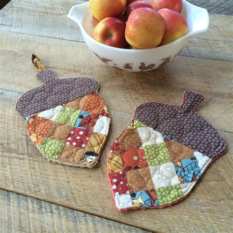 Patchwork Craft Ideas - patchwork acorn potholder tutorial simlpy quilts