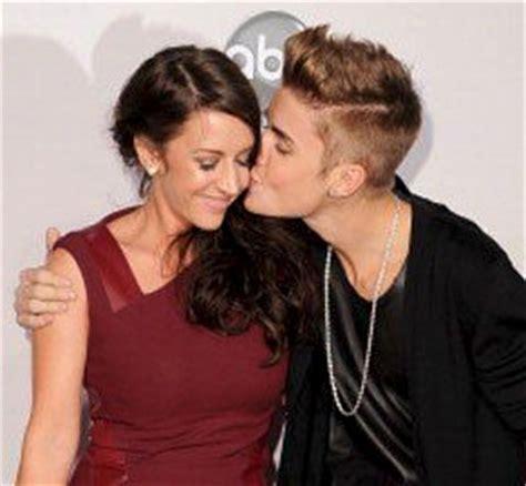 American Style Möbel by American Awards Justin Bieber Con Una 38enne