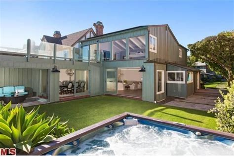 leonardo dicaprio s house leonardo dicaprio sells malibu home for 17 35m zillow