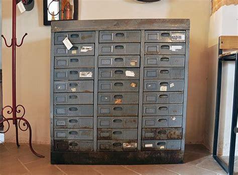 cassettiere in ferro interior design recupero vecchia cassettiera in ferro con