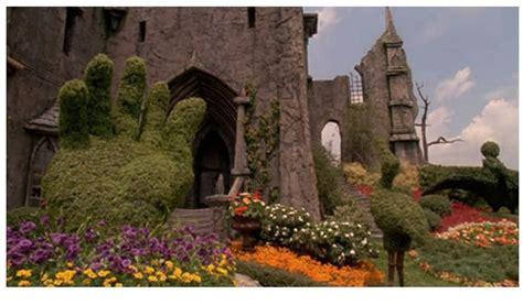 edward scissorhands garden tim burton films pinterest