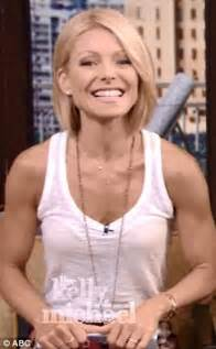 how does kelly ripa style her hair kelly ripa debuts short sleek bob on the new season of