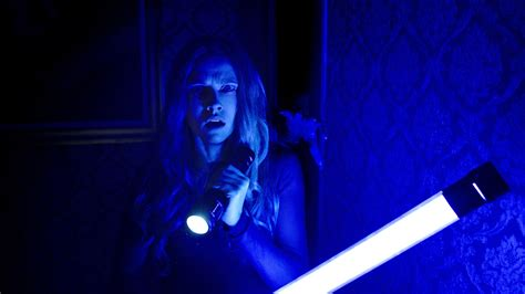 film horror lights out lights out is a dim bulb of a horror movie
