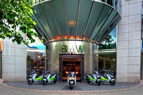 Bmw Motorcycle Tours Berlin by Explore Berlin On An Electric Bmw Mcn
