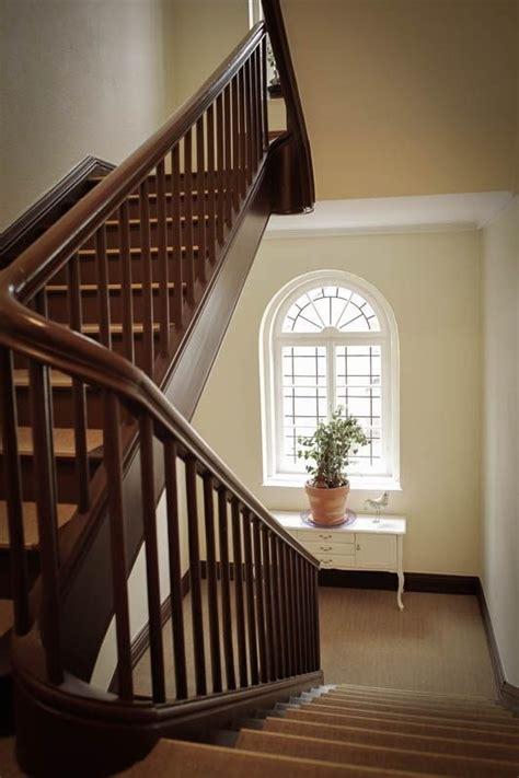 Treppenflur Farblich Gestalten by Hausflur Mit Treppe Gestalten Modern Flur By