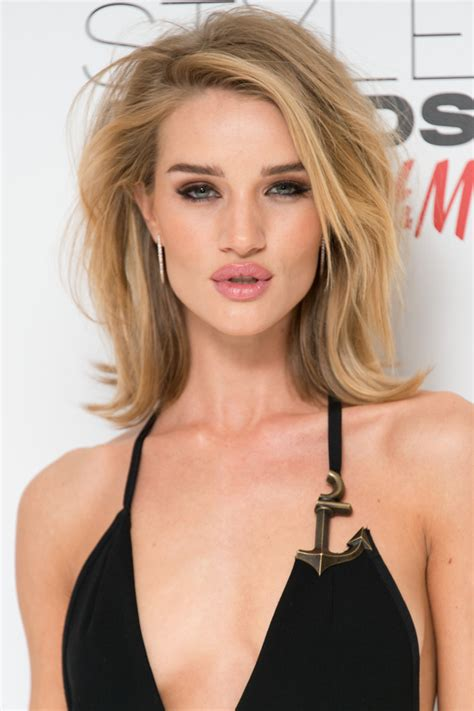 the beauty queen flip hairstyle blast from the past rosie huntington whiteley flip shoulder length