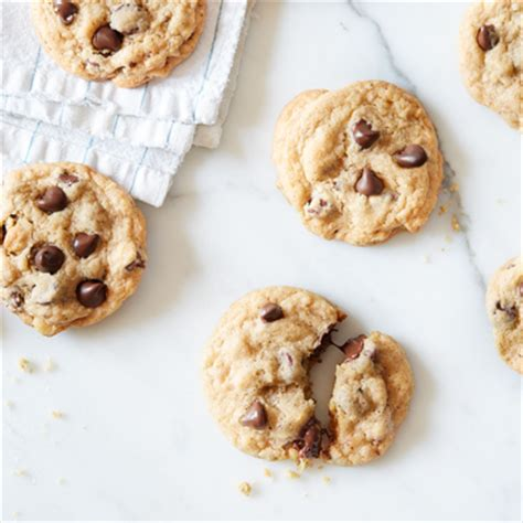 nestle toll house chocolate chip cookies original nestl 201 174 toll house 174 chocolate chip cookies recipe meals com