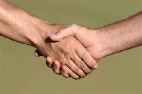 swiss wajibkan siswa muslim jabat tangan dengan