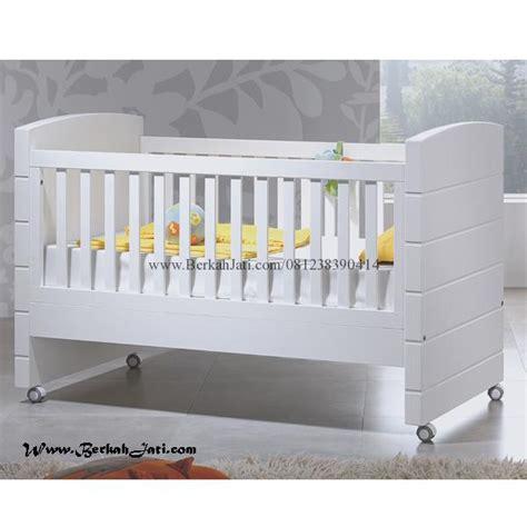Tempat Tidur Bayi Yang Biasa box bayi minimalis simple cat putih berkah jati furniture berkah jati furniture