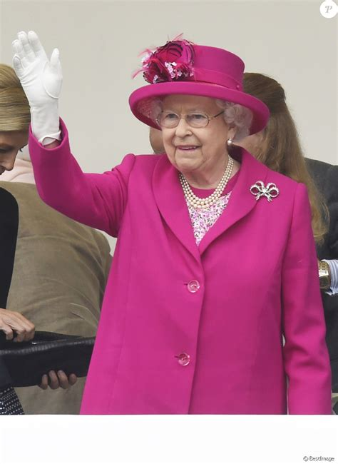 La reine Elisabeth II d'Angleterre   La famille royale d