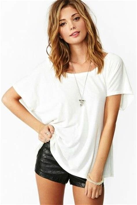 nasty gal clothing model short medium length hair   Short