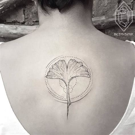 ginkgo leaf tattoo 24 gorgeous ginkgo leaf designs leaf tattoos