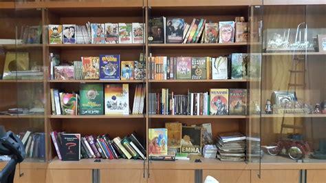 Rak Buku Komik dwi kurniawan perpustakaan pribadi
