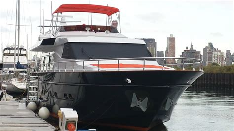 weekend boat rental nyc mis moondance yacht nyc luxury boat holds16 party goers