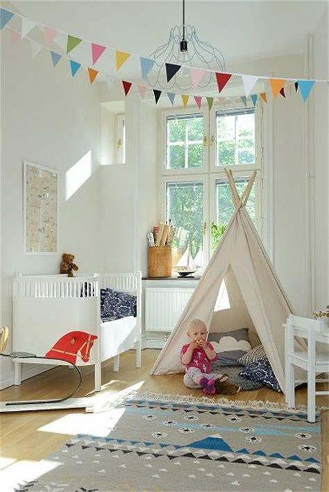 Superbe Peinture Chambre Bebe Fille #5: idee-deco-indienne-chambre-bebe-fille-avec-tipi-et-peinture-blanche-aux-murs.jpg