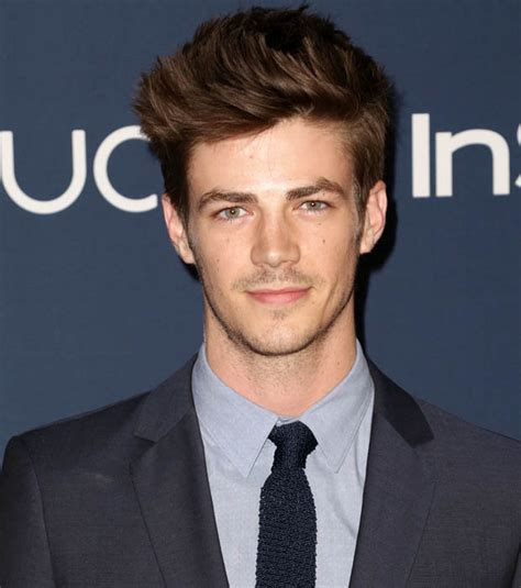 actor the flash the flash costume revealed ahead of new tv series daily star