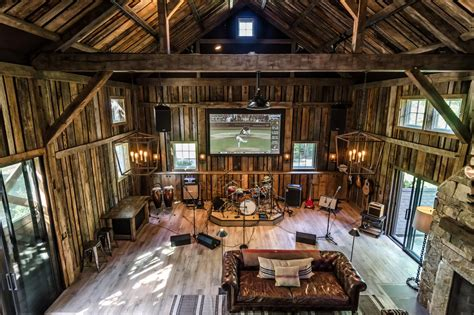 Hermosa Wall Decor 40x60 City barn for entertaining and co design hgtv