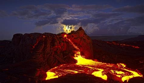 Ultimate Classic Lav Flo see it photographer risks to capture molten lava flows in hawaii ny daily news