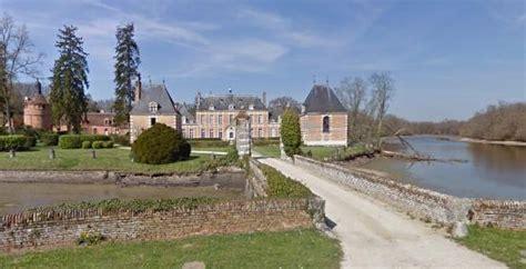 Chateau de Villebourgeon : magnifique vue pour un pique nique inoubliable   Picture of Chateau