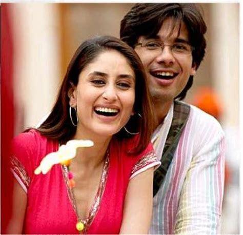 kareena kapoor bedroom photos movie review jab we met show me the romance