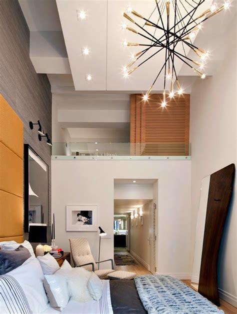 apartamento de doble altura en gris  amarillo  grey