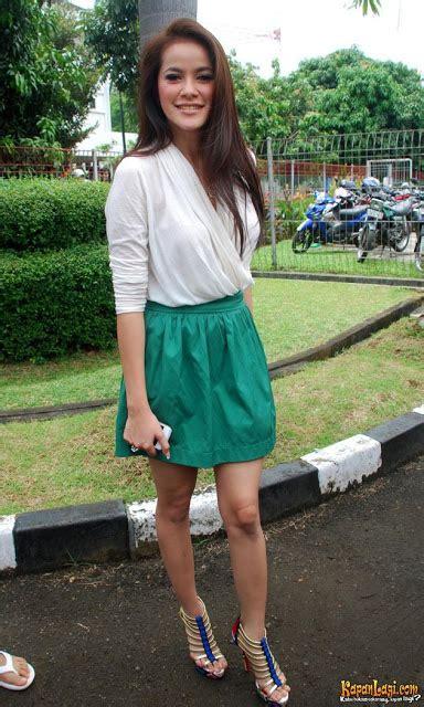 Dress Fashion Olla Mengambil Inspirasi Fashion Dari Olla Ramlan Fashion