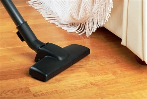 how to clean laminate wood floors