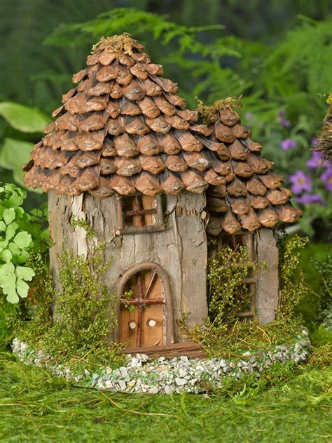 Pinecone Cottage by Garden Houses Smalltowndjs