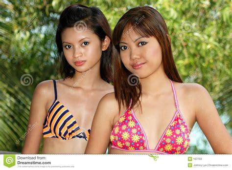 do teenage girls and middle aged men make the best tv characters aziatische vrouwen stock afbeelding afbeelding bestaande