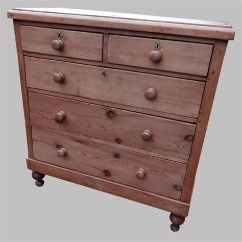 commode anglaise ancienne haute commode anglaise en pin avec boutons en bois