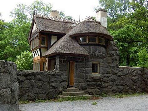 Cottage With Turret by Home With Turret And Walls Places I Would To