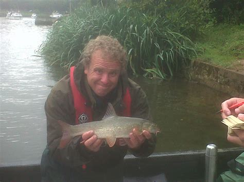 river thames zander a lower thames fish survey to keep anglers smiling