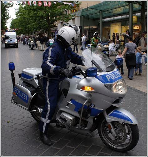 Motorrad Bmw Polizei eine bmw als polizei motorrad ausger 252 stet war am 20 08