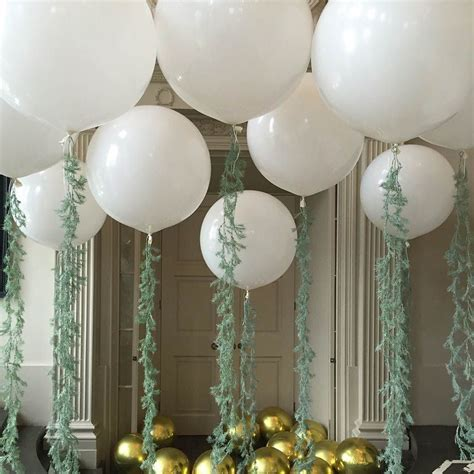 Blow Wedding Guests Away With Balloon Décor   HITCHED