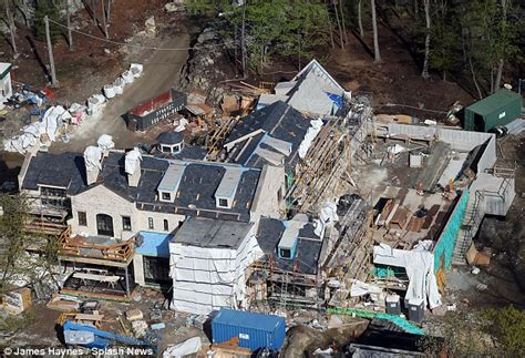 tom brady house brookline ma gisele bundchen and tom brady s new boston mansion takes shape daily mail online